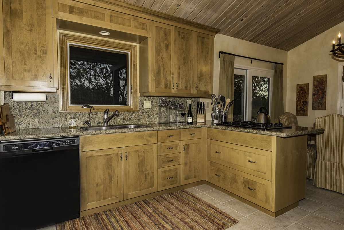 Fully equipped kitchen with granite countertops, builtins and washer and dryer